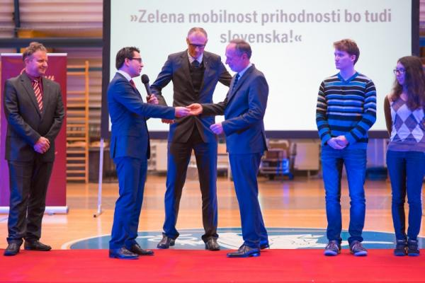 BMW Group Slovenia presented two electric cars to Hidria and the Jurij Vega Grammar School in Idrija